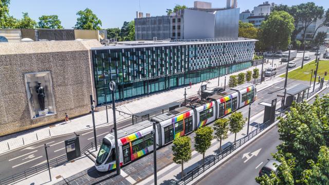 Vue aérienne du Centre de congrès et du tramway d'Angers