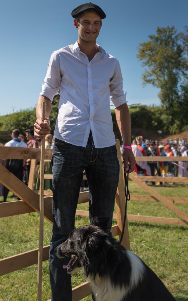 Berger et son chien à la Fête des Bergers d'Aramits