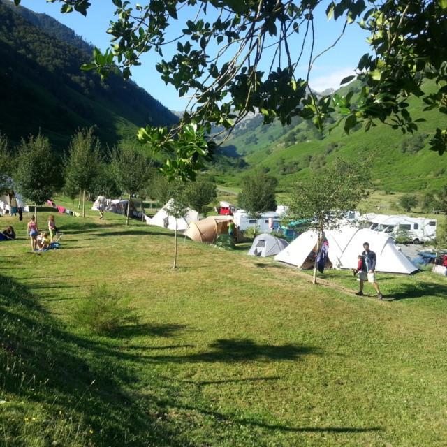 Vista del camping de Lhers en el valle de Aspe