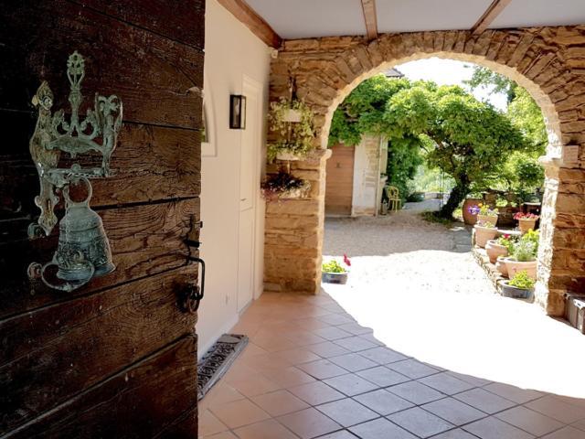 Porte ouverte sur une maison traditionnel