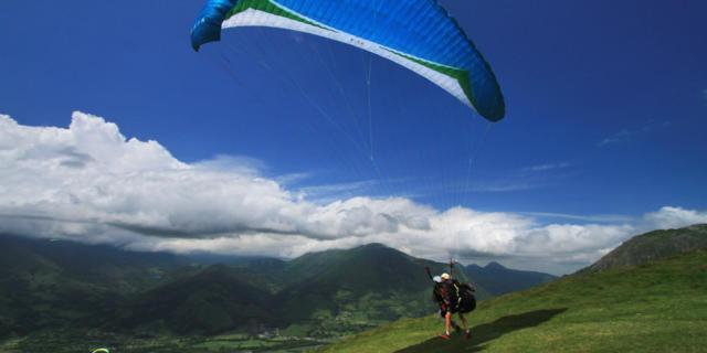 Parapente en los Pirineos