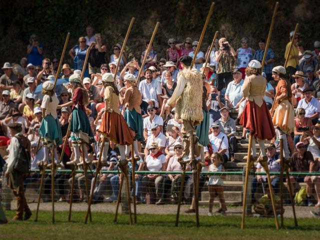 Zancos en las Fiestas de los Pastores en Aramits