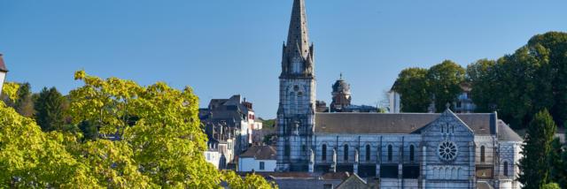 Vue sur l'église Notre-Dame à Oloron Sainte-Marie