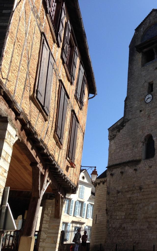 Eglise Sainte Croix Et Maison Mediévale Oloron Sainte Marie