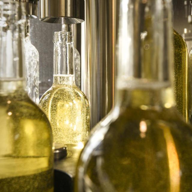Embotellado de vino de Jurançon en Lasseube