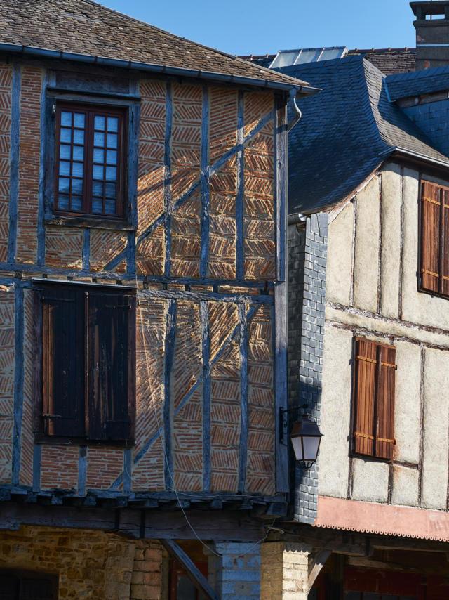 Casas medievales en el Barrio de Sainte Croix en Oloron Santa-María