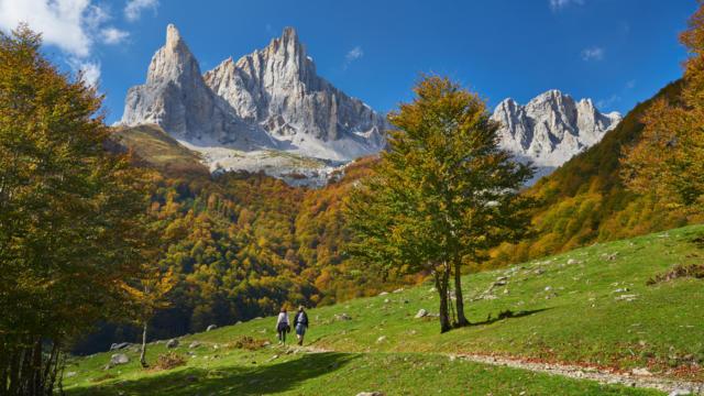 Randonneurs vers les pics d'Ansabère, en vallée d'Aspe