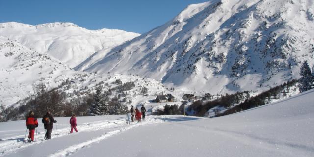 Raquetas de nieve en la estación de nórdica del Somport