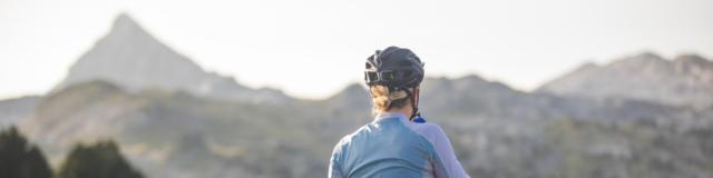 Ciclista haciendo una pausa