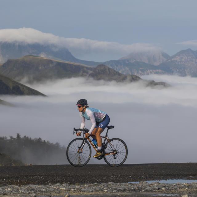 Sportive en vélo sur les routes de montagne en Pyrénées béarnaises