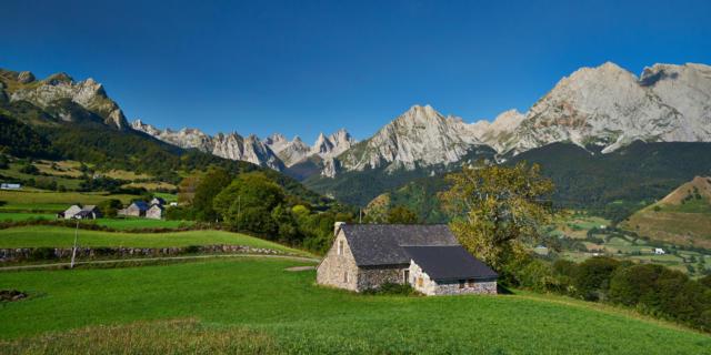 Hébergements en gîtes de groupes, de séjours et d'étape dans les Pyrénées Béarnaises (accueil groupes, séjours, randonnées, saint-Jacques de Compostelle)