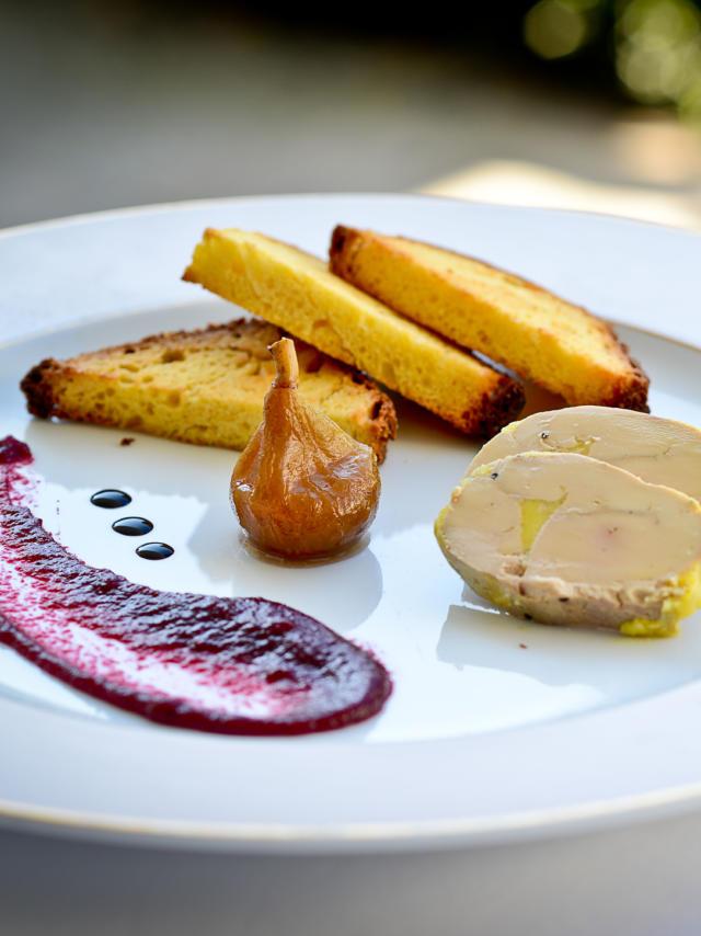 Assiette de foie gras, figue et pain d'épices au restaurant Chez Germaine de Geüs d'Oloron