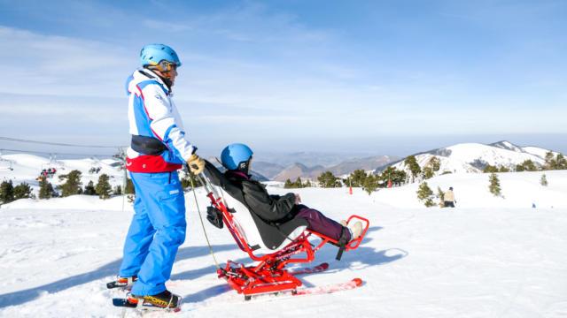 Skieurs en tandem handicapé