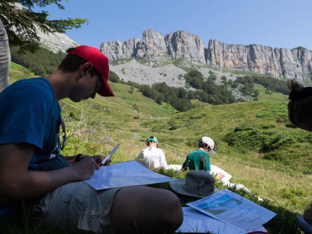 Même les enfants dessinent la falaise calcaire! (Orgues de Camplong - Aspe en Pyrénées béarnaises)