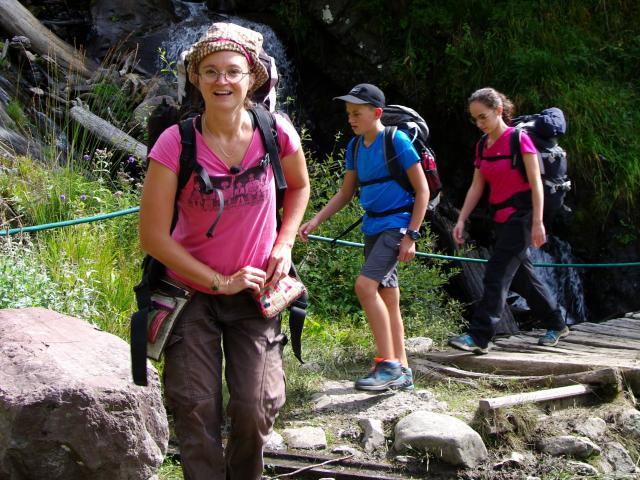 Guide géologue et géorandonneurs sur le sentier du refuge de Larry (Pyrénées béarnaises)