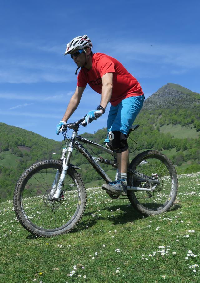 Ciclista en bicicleta de montaña