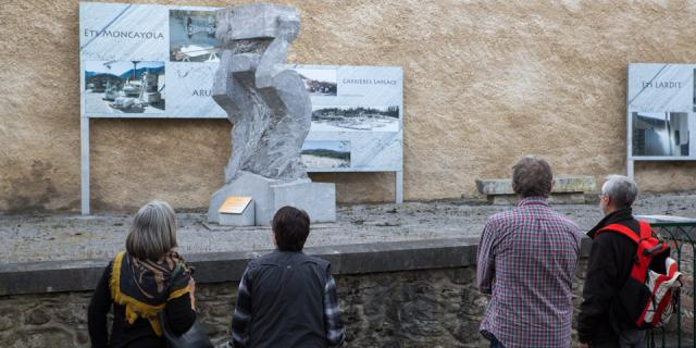 Présentation des sculptures proposées par les carriers et marbriers locaux lors d'un concours qui se déroule tous les deux ans (Béarn, Pyrénées).