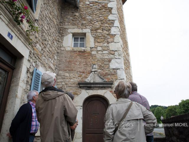 Bastide de Gan : la tour de la maison dite de Jeanne d'Albret (morte en 1572), construite par le marchand Guillaume d'Andoins, est datée de 1593. Les pierres d'angles sont en calcaire de Lasseube (Béarn, Pyrénées).