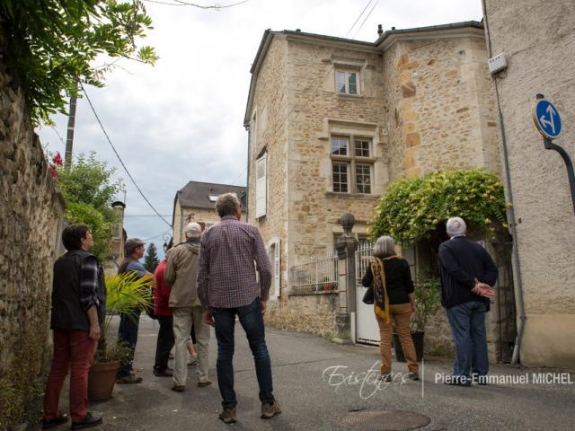 Au détour des rues de la bastide de Gan, on découvre la maison d'Arrac (1542). Construite dans un style bien différent, 200 ans plus tard avec les mêmes matériaux locaux. La tour a été tronquée au XXe siècle (Béarn Pyrénées)