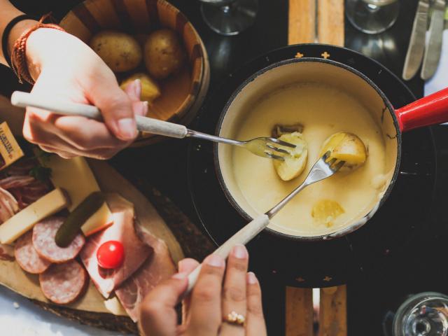 Restaurants en altitutude à la station de ski de la Pierre Saint-Martin (raclette, fondue, gastronomie, chaleur)