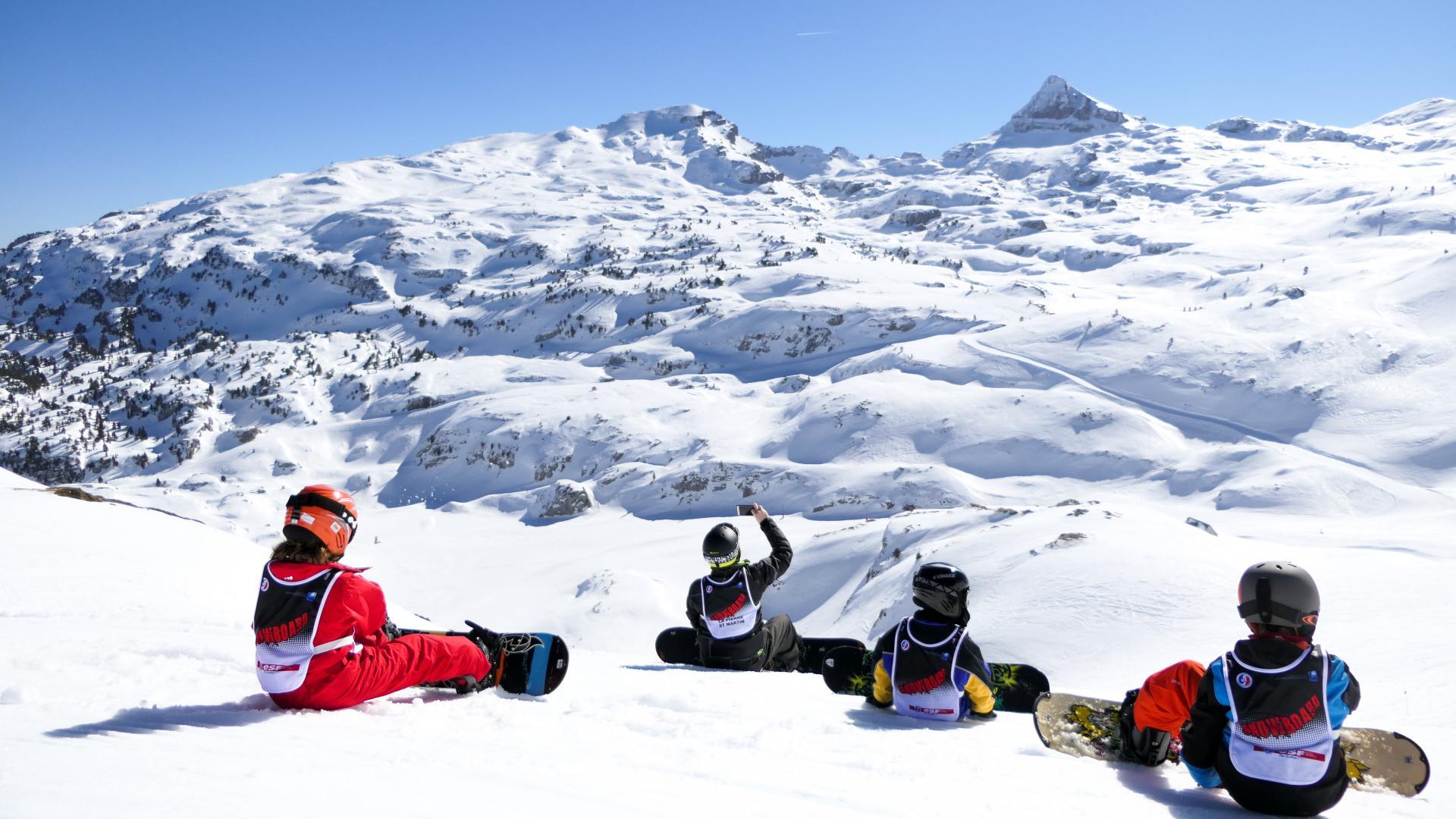 Snowboarders à La Pierre Saint-Martin en Pyrénées Béarnaises