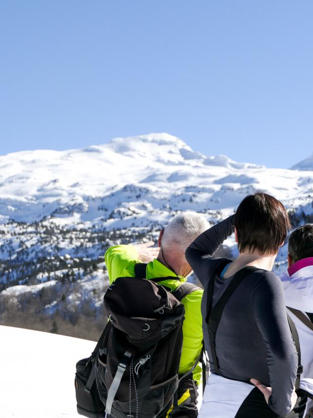 Vue sur le pic d'Anie dans les paysages enneigés de la station de ski de la Pierre Saint-Martin en Pyrénées Béarnaises