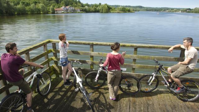 voie verte cyclable autour du lac de ailette, chamouille