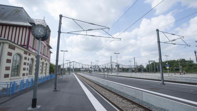 Tergnier La Gare Et La Médiathèque