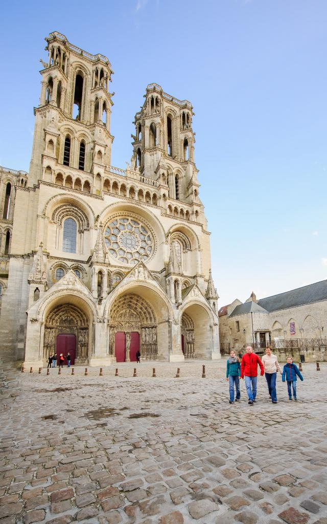 laon-cathedralecolin-1-min.jpg