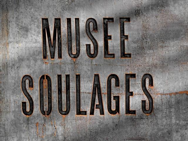 Plaque du musée Soulages en acier Corten