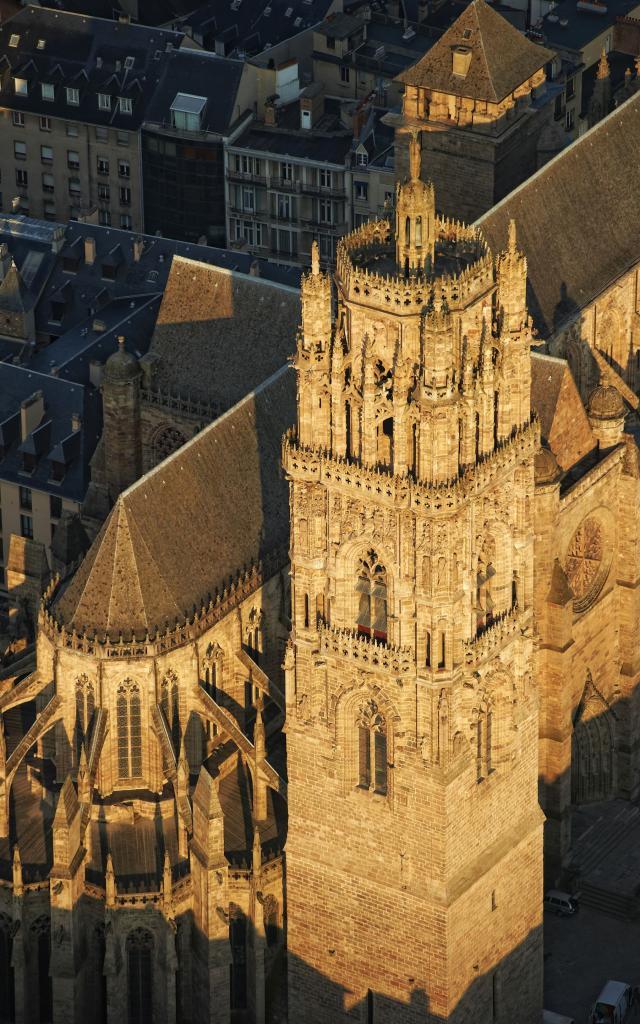 Clocher de la cathédrale de Rodez vu du ciel