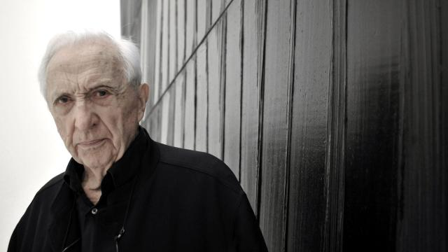 Pierre Soulages devant un Outrenoir à Rodez