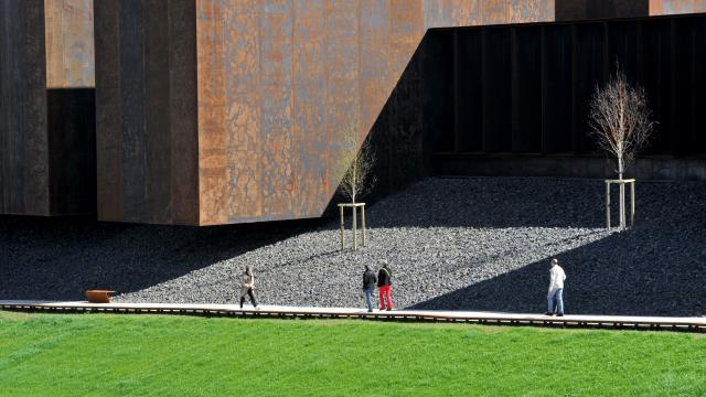Vue sur la promenade sous le musée Soulages de Rodez