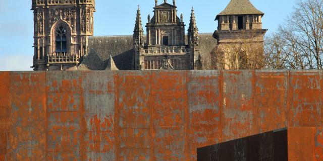 Contraste cathédrale et musée Soulages de Rodez