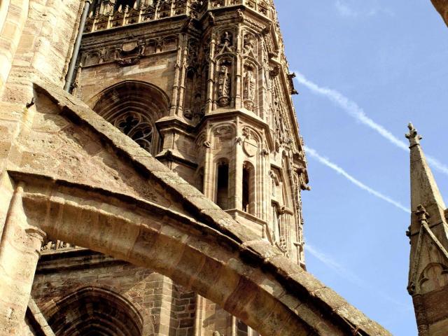 Arche sous le clocher de la cathédrale de Rodez