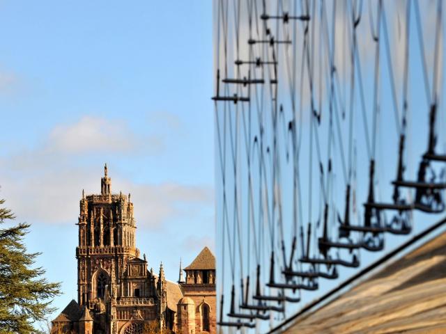 Vue de la cathédrale depuis la salle des fêtes de Rodez