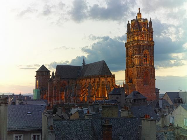 Vue de la cathédrale de Rodez de nuit
