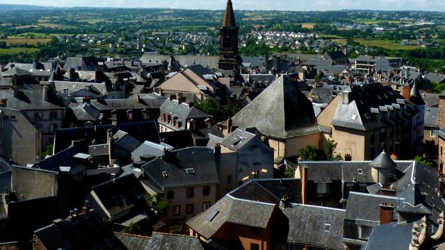 Vue sur les toits de Rodez et l'église St Amans depuis le clocher