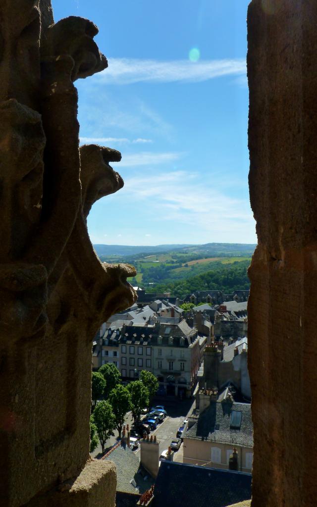Vue des toits de Rodez depuis le clocher