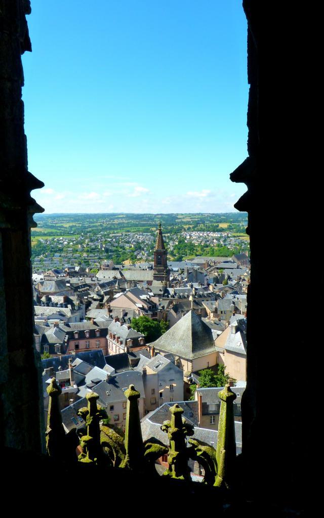 Vue sur l'église Saint-Amans depuis la cathédrale de Rodez