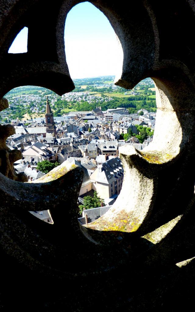Vue sur l'église Saint-Amans depuis le clocher de la cathédrale