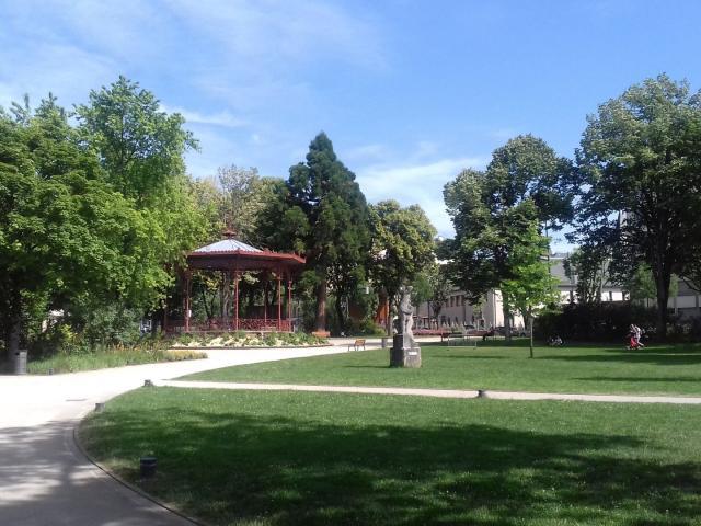 Kiosque dans le jardin public du musée Soulages à Rodez