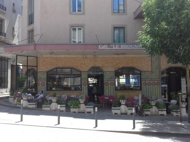 Façade Art déco du Café Broussy à Rodez