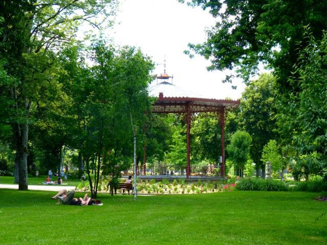 Détente au jardin du musée Soulages