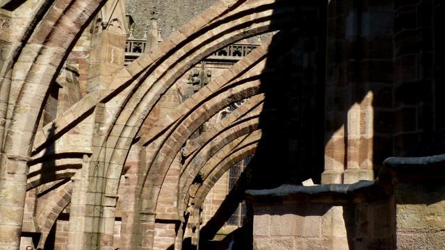 Arches de la cathédrale gothique Notre-Dame de Rodez