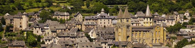Vue sur Conques et son abbaye