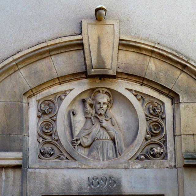 Détails sculptés d'une maison à Rodez