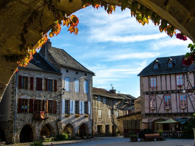 Sauveterre De Rouergue et ses arcades