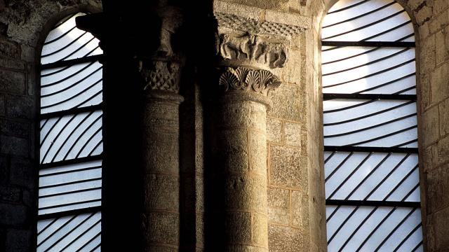 Vitraux de l'abbaye de Conques réalisés par Soulages