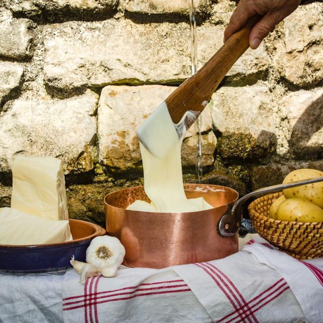 Aligot à la tôme fraiche, spécialité culinaire de l'Aveyron